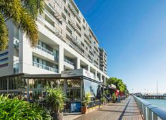 The Sebel Cairns Harbour Lights - Cairns - Building