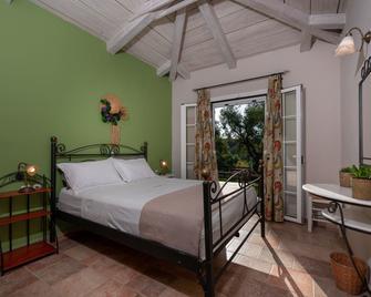 Ilyessa Cottages - Alikanas - Bedroom