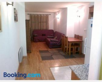 Completo Broto - Broto - Living room