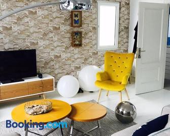 Txobe Apartment - Ibarrangelu - Living room