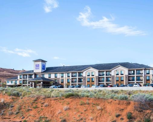 Sleep Inn and Suites Page - Page - Κτίριο