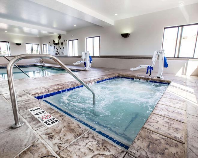 Sleep Inn and Suites Page - Page - Bể bơi