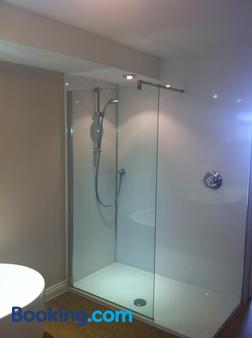 Boathouse Hotel - Southampton - Bathroom
