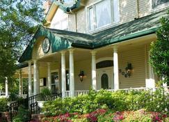 The Sanford House Inn & Spa - Arlington - Building