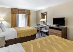 Quality Inn & Suites Airpark East - Greensboro - Schlafzimmer