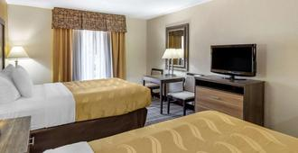 Quality Inn & Suites Airpark East - Greensboro - Bedroom