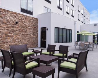Holiday Inn Express & Suites Monroe - Monroe - Patio