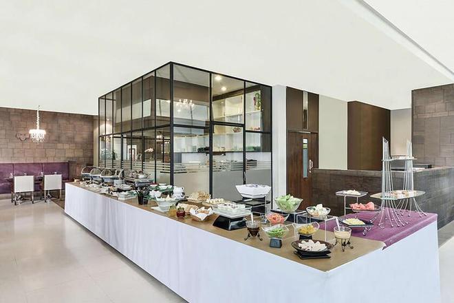 素坤逸通羅中心點酒店 - 曼谷 - 曼谷 - 自助餐