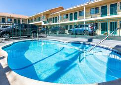 Comfort Inn Beach-Boardwalk Area - Santa Cruz - Pool