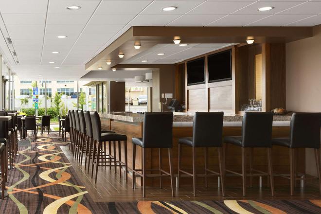 Travelodge Hotel Niagara Falls Fallsview - Niagara Falls - Bar
