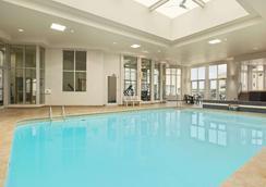 費斯維爾旅遊旅館酒店 - 尼加拉瀑布 - 尼亞加拉瀑布 - 游泳池