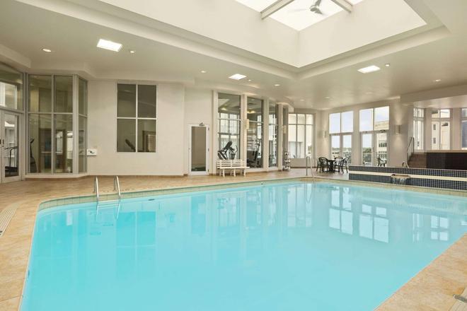 Travelodge Hotel Niagara Falls Fallsview - Niagara Falls - Pool
