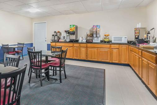 Howard Johnson by Wyndham Bangor - Bangor - Buffet