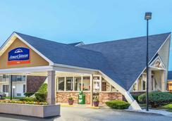 Howard Johnson by Wyndham Bangor - Bangor - Rakennus