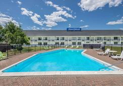Howard Johnson by Wyndham Bangor - Bangor - Uima-allas