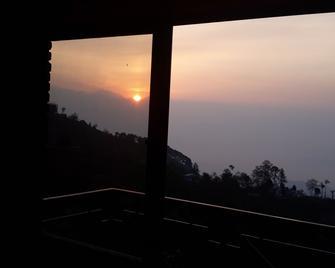 Hotel Nagarkot Holiday Inn - Nagarkot - Outdoors view