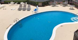 Motel 6 Memphis Northeast - Memphis - Pool