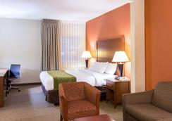 Comfort Inn and Suites Convention Center - North Charleston - Phòng ngủ
