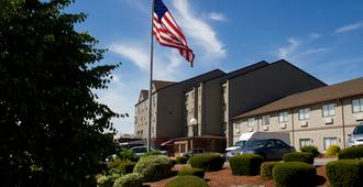 The Mainstay Hotel & Conference Center - Newport - Building
