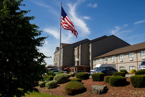 Mainstay Hotel and Conference Center - Newport - Rakennus