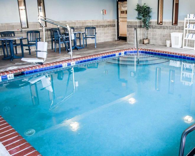 Sleep Inn and Suites Virginia Horse Center - Lexington - Pool