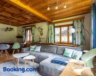 Alpenrelax Haus Weidmannsheil wohnen im romantischen Forsthaus - Werfen - Living room