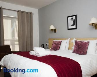 Beachcombers Hotel - Grouville - Bedroom