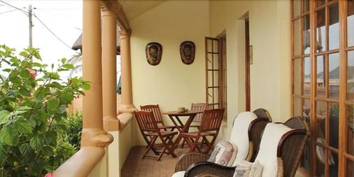 African Dreams Bed And Breakfast - East London - Hàng hiên