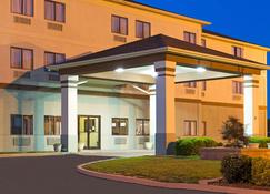 Days Inn by Wyndham Collinsville - Collinsville - Building