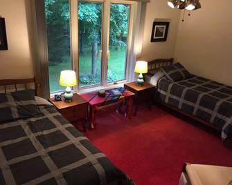 Wooded Country Nature - Owner Occupied - Burlington
