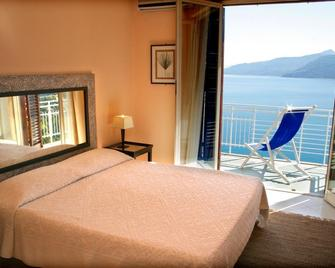 Hotel Kalura - Чефалу - Bedroom