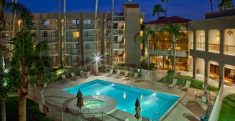 Best Western Plus Scottsdale Thunderbird Suites - Scottsdale - Piscina