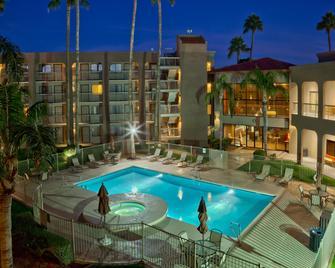 Best Western Plus Scottsdale Thunderbird Suites - Scottsdale - Pool
