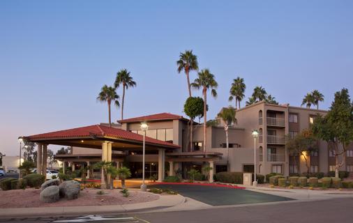 Best Western Plus Scottsdale Thunderbird Suites - Scottsdale - Building