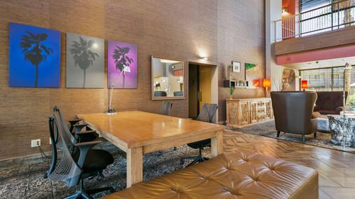 Best Western Plus Scottsdale Thunderbird Suites - Scottsdale - Dining room
