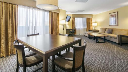 Best Western Plus Scottsdale Thunderbird Suites - Scottsdale - Bedroom