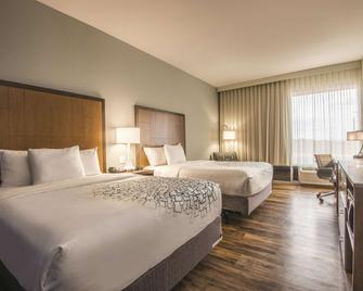 La Quinta Inn & Suites by Wyndham Kingman - Kingman - Schlafzimmer