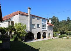 Os Areeiros - Vilaboa - Building