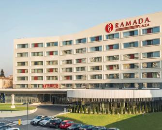 Ramada Plaza by Wyndham Craiova - Craiova - Gebouw