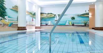 諾富特佛萊堡道瑞特音樂廳酒店 - 弗萊堡 - 弗賴堡 - 游泳池