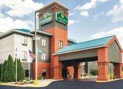 La Quinta Inn & Suites by Wyndham Louisville - Луисвилл - Здание