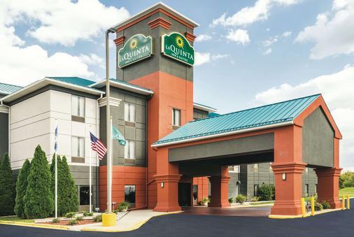 La Quinta Inn & Suites by Wyndham Louisville - Λούισβιλ - Κτίριο