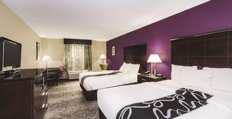 La Quinta Inn & Suites by Wyndham Louisville - Louisville - Soverom