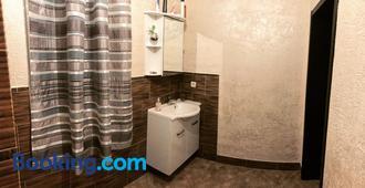 Komnata v gostevom dome na metro Osokorki - Kyiv - Bathroom