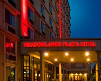 Meadowlands Plaza Hotel - Секокус - Здание