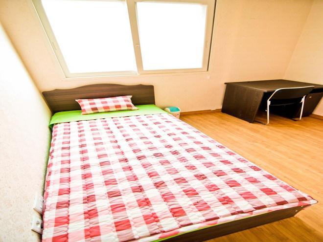 Kimchee Hongdae Guesthouse - Hostel - Σεούλ - Κρεβατοκάμαρα