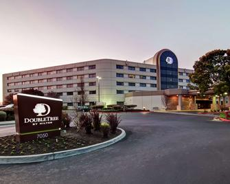 DoubleTree by Hilton Pleasanton at the Club - Pleasanton - Building