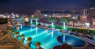 The Berkeley Hotel Pratunam - Bangkok - Piscina