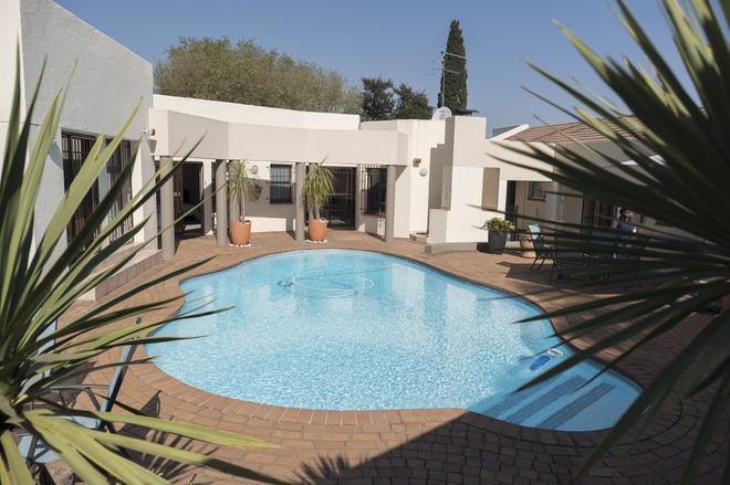 President Lodge - Edenvale - Pool
