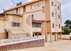 La Couronne Rw Hotel & Suites - Yaoundé - Building